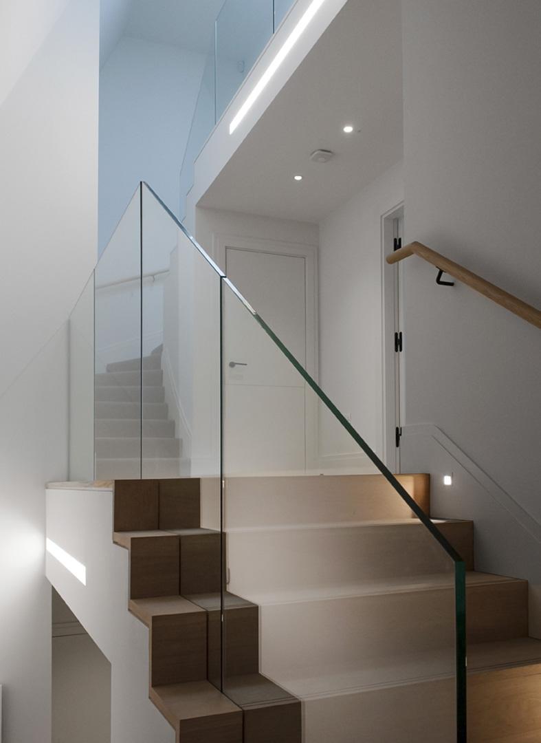 126-Pavilion-Road_stair